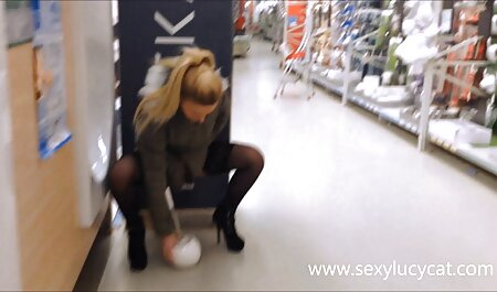 Schwarzer Kerl fickt ein Mädchen während fickfilme de der Aufnahme mit der Webcam