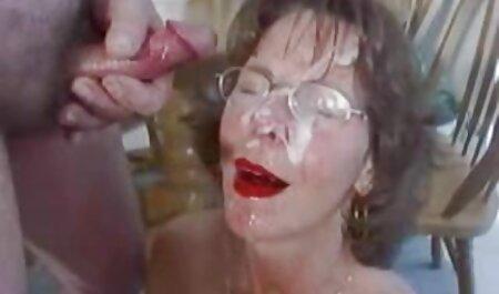 Der Exhibitionist in Dessous masturbiert im Freien hardcore fickfilme